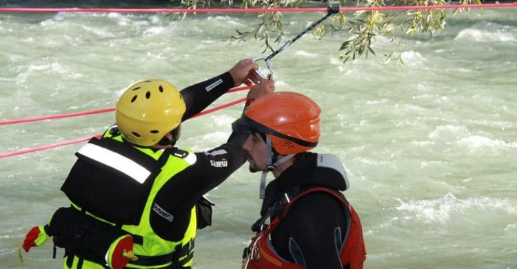 R3-France-formation-securite-eau-vive-rescue3-wrt-pro-savoie-france-11-750x390