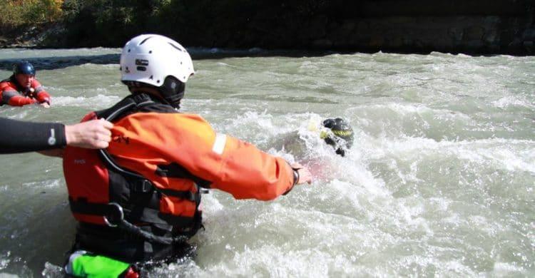 R3-France-formation-securite-eau-vive-rescue3-wrt-pro-savoie-france-17-750x390