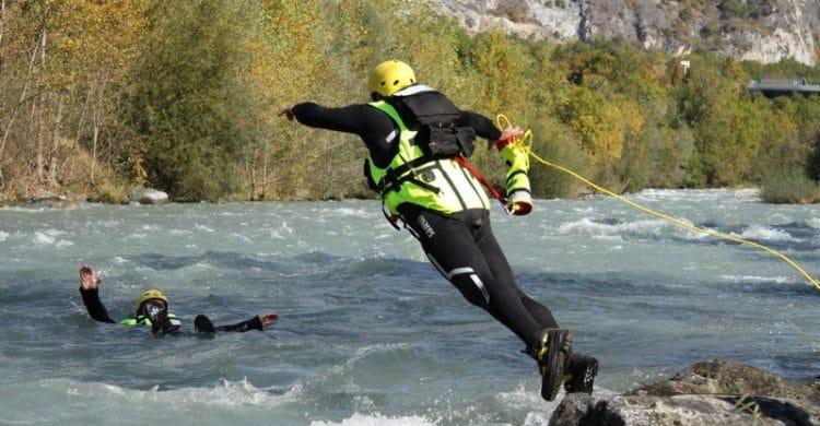 R3-France-formation-securite-eau-vive-rescue3-wrt-pro-savoie-france-7-750x390